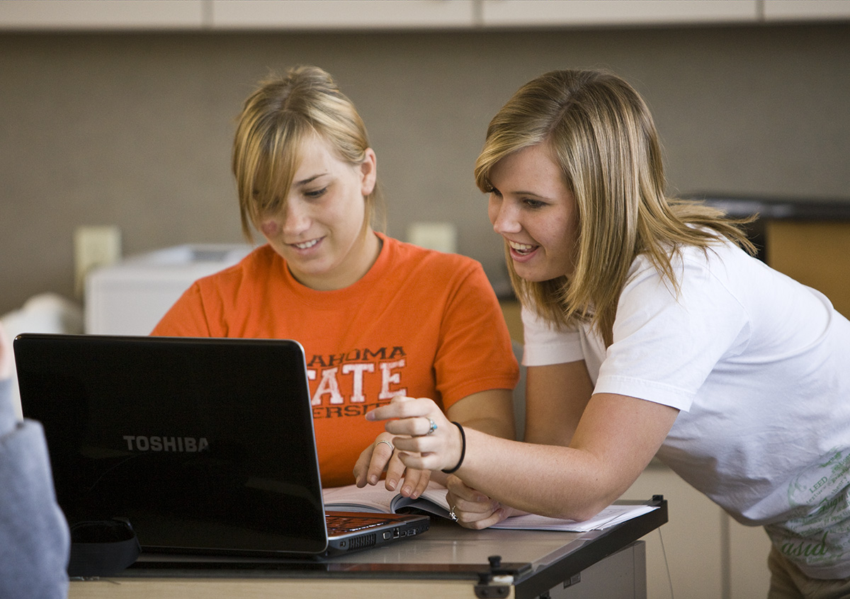 Students looking at a computer screen.