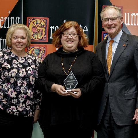 Dr. Tonya Hammer receives award.