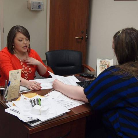 An OSU-Tulsa student meets with an advisor.