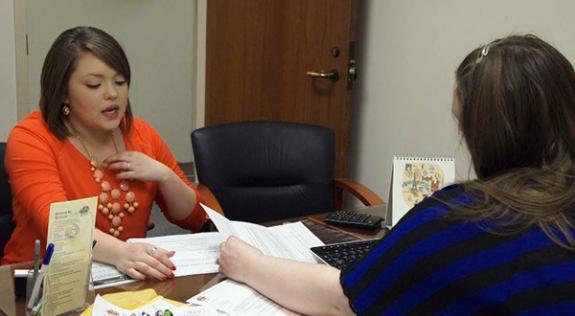 An OSU-Tulsa student meets with an advisor.